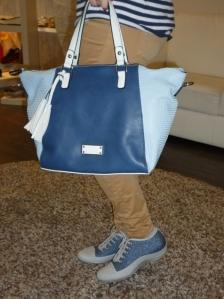 Deportivas jeans de Stonefly con cuña interior y bolso de Pepe Moll en azules con bandolera opcional_2