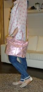 Cangrejeras de piel de Pikolinos y bolso galaxy rosa metalizado de Pepe moll_6