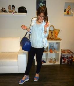 Sandalias second skin en azul de Stonefy y bolso azulete de Pepe Moll_3