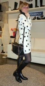 Botas de piel negras de Alpe y bolso negro de Pepe Moll_10